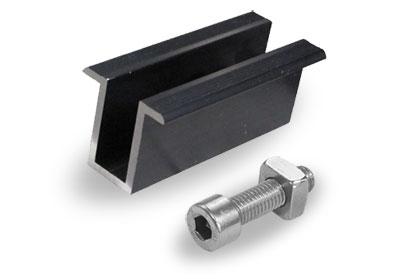 Clame de milieu pour panneaux sur toit en tuile